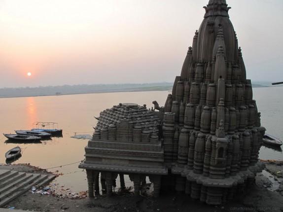 Varanasi fica nas margens do Ganges e é uma das mais sagradas cidades do mundo.
