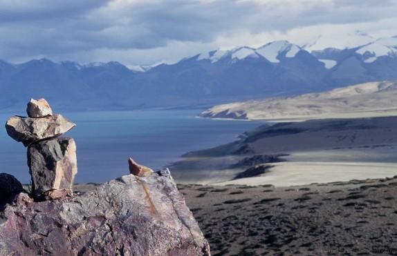 Leva três dias a circundar o lago Manasarovar e apenas um dois o monte Kailas. Os dois percursos juntos são ums das mais importantes peregrinações para budistas tibetanos, bon po e hindus.